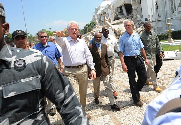 Former US President George W. Bush (R) tours alongside Haitian President Rene Preval (C) and former US president Bill Clinton(L) in Port-au-Prince on March 22, 2010.