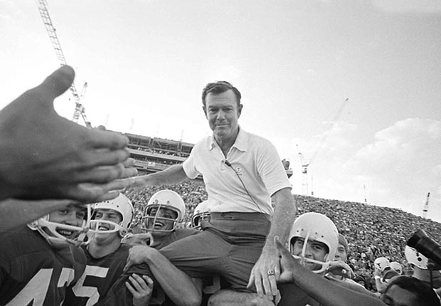 Texas coach Darrell Royal death 2012