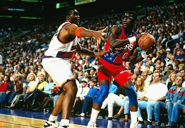 Orlando Woolridge playing basketball