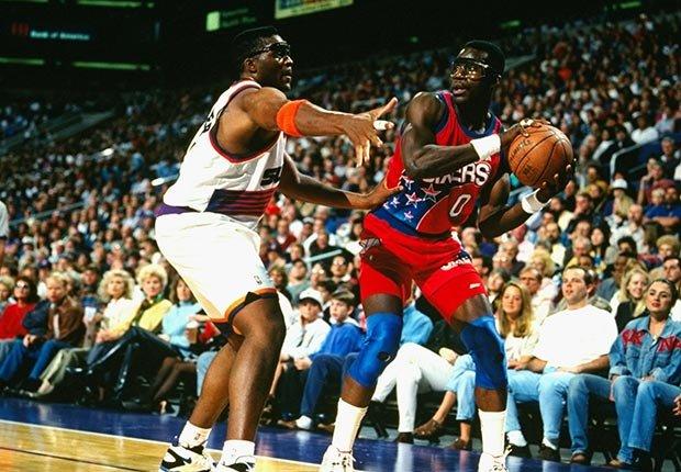 Orlando Woolridge playing basketball