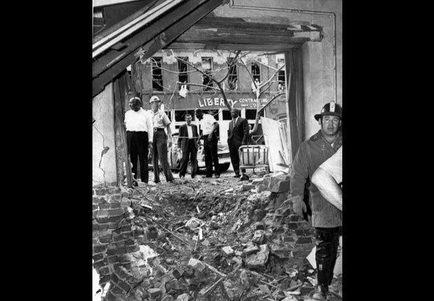Este gran cráter es el resultado de una bomba que explotó cerca de un cuarto del sótano de la XVI Iglesia Bautista de la Calle en Birmingham, Alabama el 15 de septiembre de 1963, matando a cuatro niñas negras.