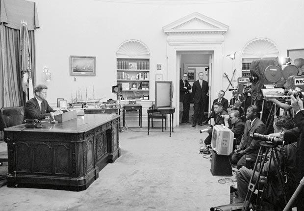 El presidente John F. Kennedy dirige a la nación a través de la televisión y la radio sobre el tema de los derechos civiles el 11 de junio 1963, Washington, DC, EE.UU.