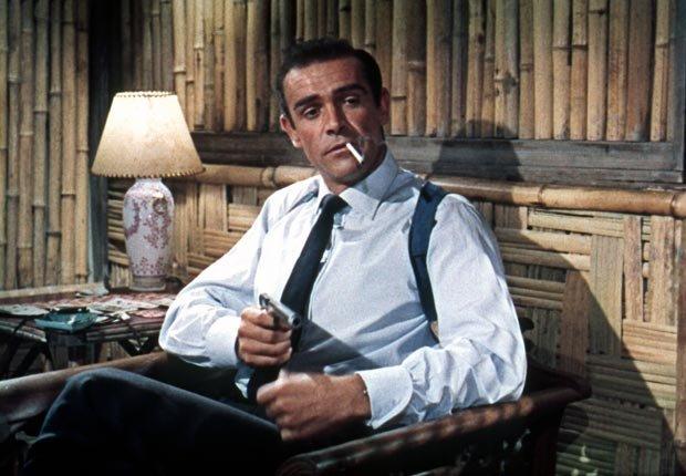 Sean Connery es el primer actor como el Agente 007. Dr. No, la primera película del agente 007, basada en la novela de Ian Fleming se estrena en los EE.UU. después de haber debutado en el Reino Unido el año anterior  - Acontecimientos de hace 50 años