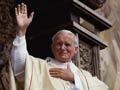El Papa Juan Pablo II celebra la misa ante una multitud de más de 750.000 fieles en Gdansk, en junio de 1987, 10 de los Papas y su legado