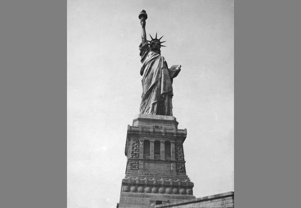 Estatua de la Libertad en Nueva York - 4 de julio en el transcurso de la historia