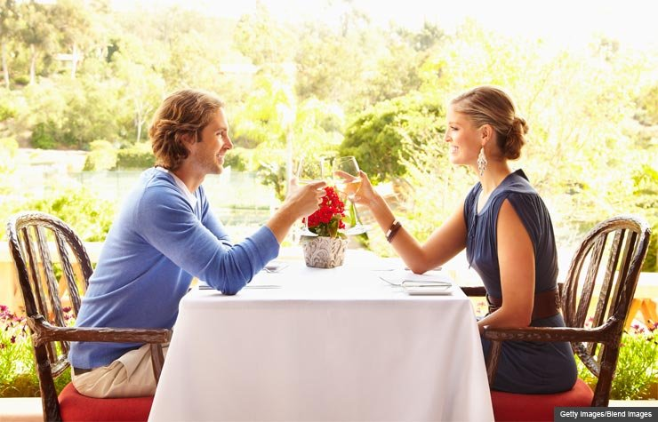 Millennials dining out (Getty Images/Blend Images)