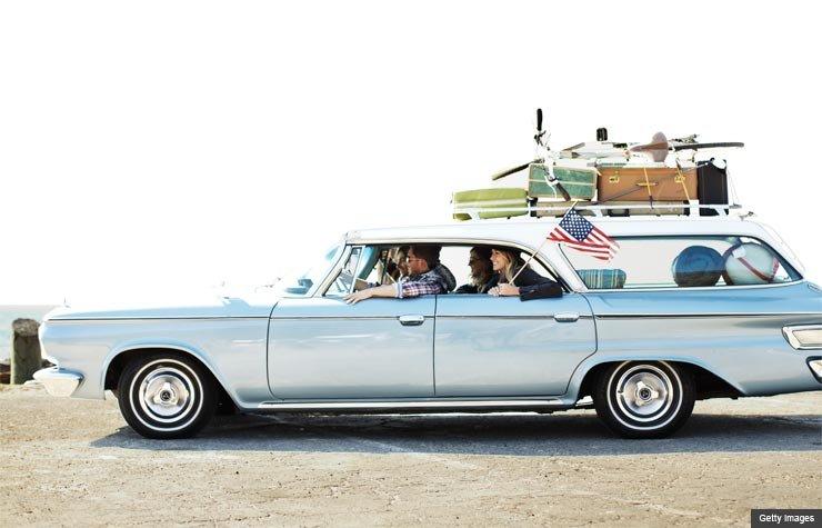 Un grupo de amigos en un viaje por carretera.