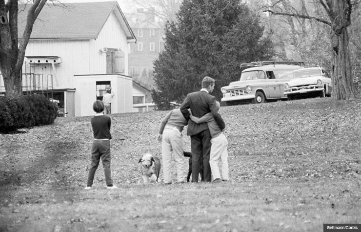 Robert Kennedy Mourning Death of Brother with his Children (Bettmann/Corbis)