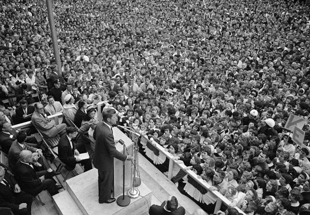 Senator and Democratic presidential nominee, John F. Kennedy, delivers a campaign speech to a large crowd outside the Lawrence Hotel in Erie.