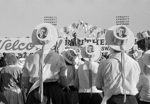 Kennedy en Atwood Stadium durante la campaña.