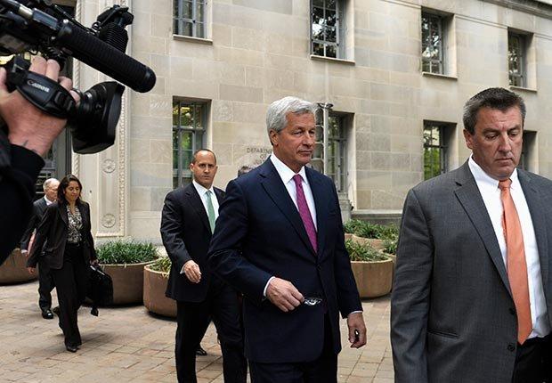 El presidente de JPMorgan Chase y el presidente y director ejecutivo Jamie Dimon, dejan el Departamento de Justicia en Washington, DC