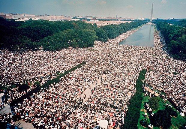 Vista aérea de la gran multitud reunida en el mall durante la marcha por los derechos civiles en Washington, Washington DC, 28 de agosto de 1963 - 50 Aniversario de la Ley de Derechos Civiles de 1964