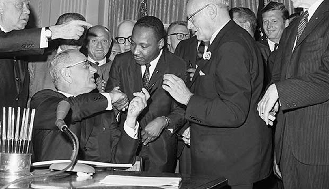 Martin Luther King, Jr. al centro
