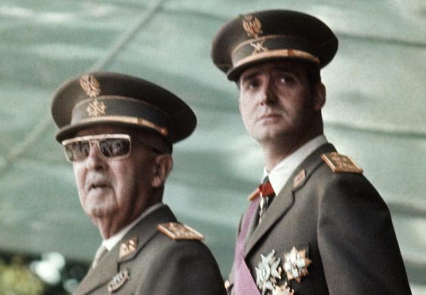 Rey Juan Carlos con Francisco Franco durante la transición en 1973 - Rey Juan Carlos y el Príncipe Felipe de España.