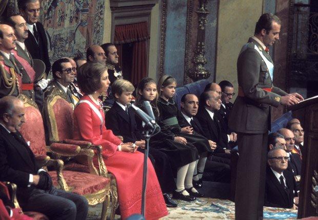 Coronación del Rey Juan Carlos - Rey Juan Carlos y el Príncipe Felipe de España.