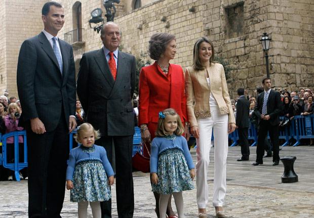 La familia real española - Rey Juan Carlos y el Príncipe Felipe de España.