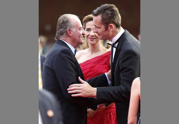 Rey Juan Carlos con la hija infanta Cristina y su esposo Iñaki Urdangarín - Rey Juan Carlos y el Príncipe Felipe de España.
