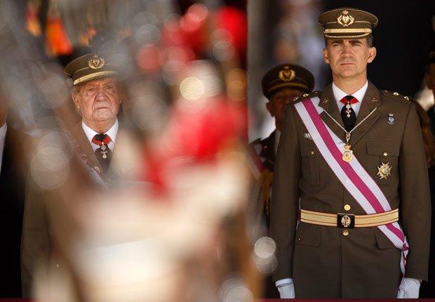 Príncipe Felipe se prepara para tomar el relevo de su padre - Rey Juan Carlos y el Príncipe Felipe de España.