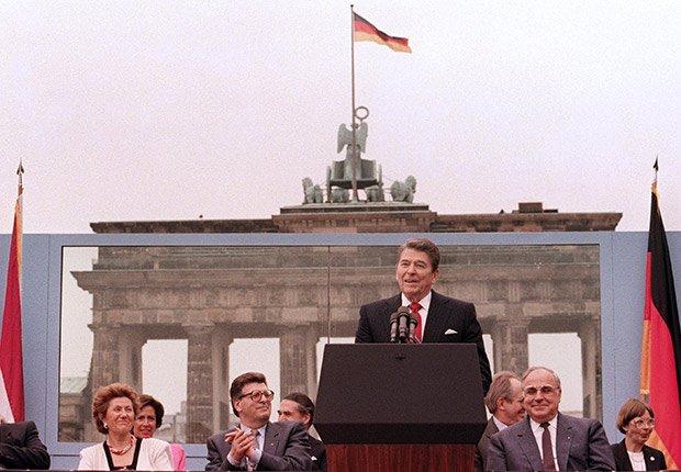 Presidente Ronald Reagan, junio 12, 1987. 25 años de aniversario de la caída del muro de Berlín