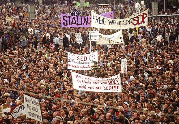 Demonstración en el Este de Berlín, 1989. 25 años de aniversario de la caída del muro de Berlín