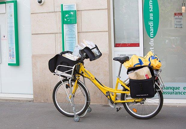 Tecnología: Entregas locales a domicilio fáciles y rápidas. Bicicleta de correos