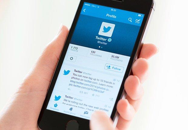 Tecnología: Twitter en tu I Phone es tu periódico matutino.