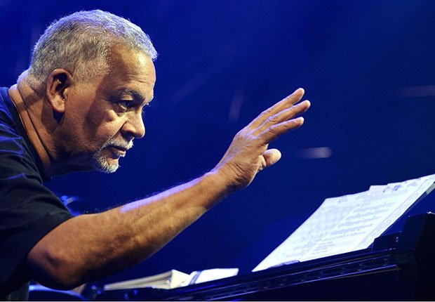 Jazz pianist Joe Sample dies at 75.