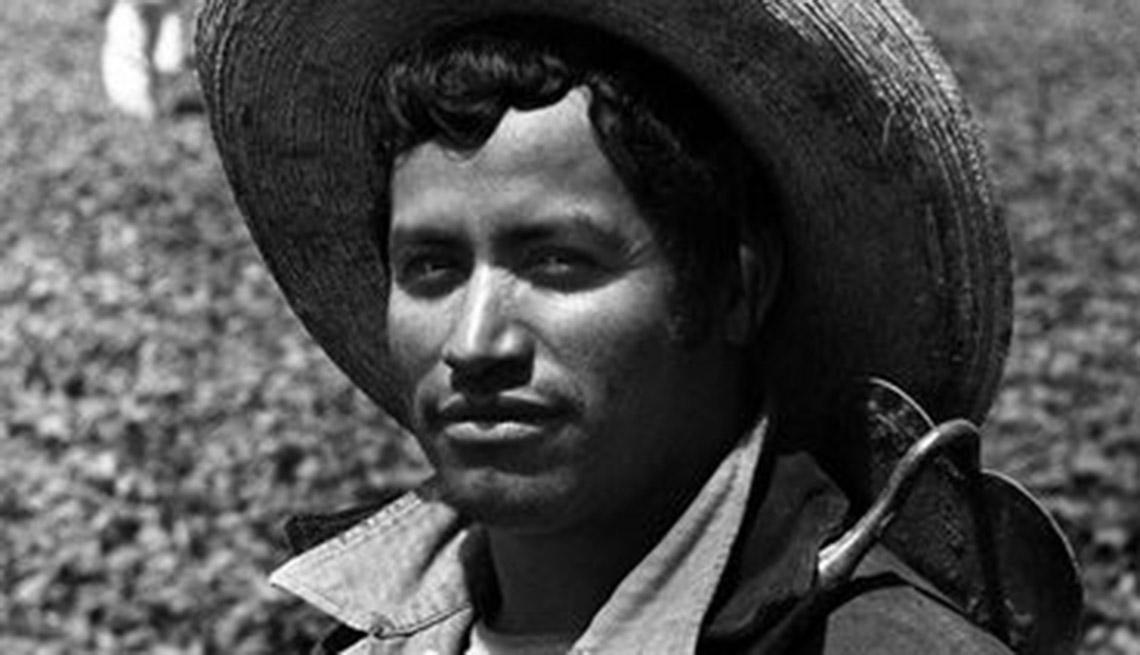 El programa Bracero permite la entrada de más de 4,5 millones de trabajadores agrícolas mexicanos a los Estados Unidos entre 1942 y 1964.