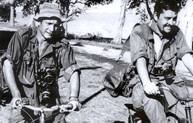 Henri Huet, left, and Richard Pyle right in vietnam war