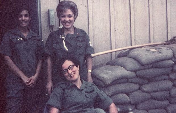 Edie Meeks, enfermera militar