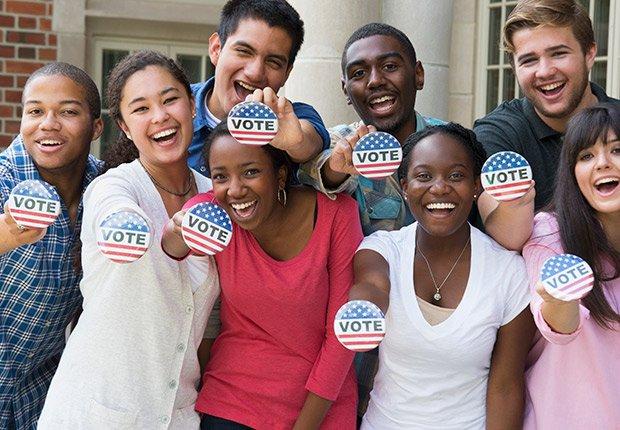 Grupo de personas luego de votar