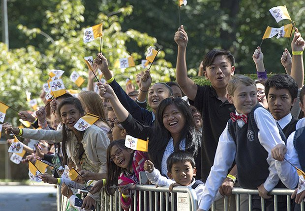 Una multitud de católicos esperan por el papa Francisco - Washington, DC