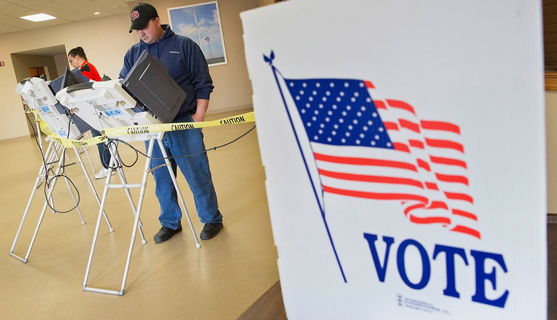 Voters cast their ballots at a polling place on May 3, 2016 in Fowler, Indiana. Indiana residents are voting today to decide Republican and Democratic presidential nominees.