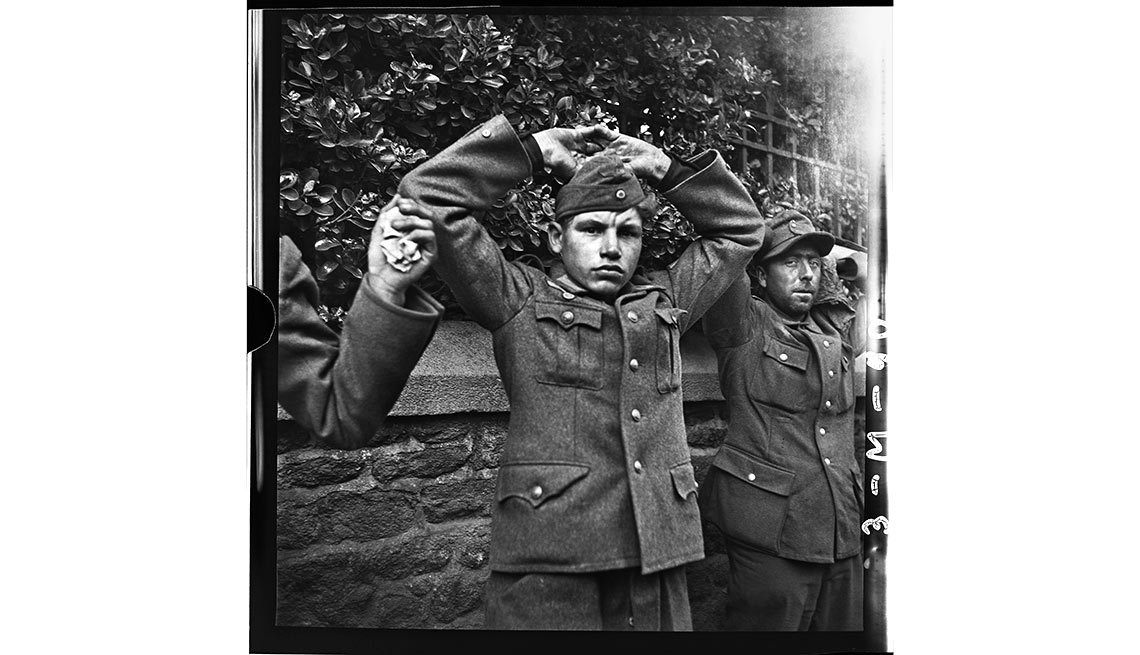 Joven alemán siendo detenido