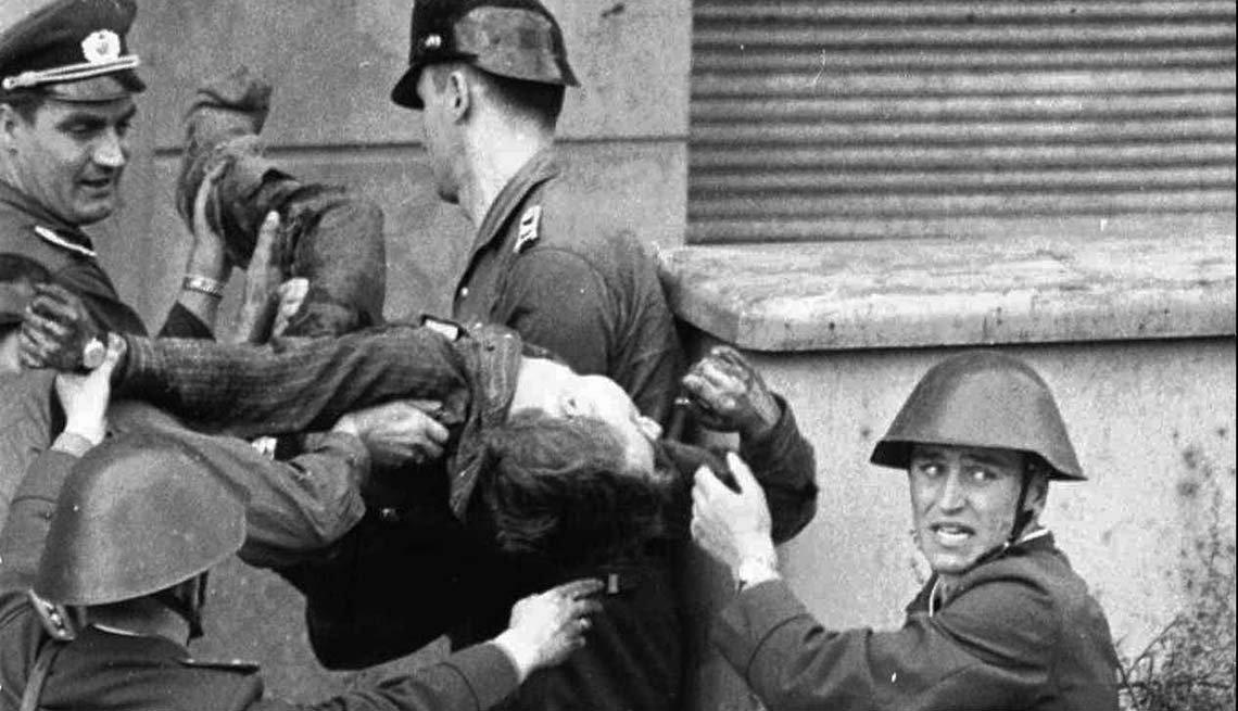 Violencia en el muro de Berlín