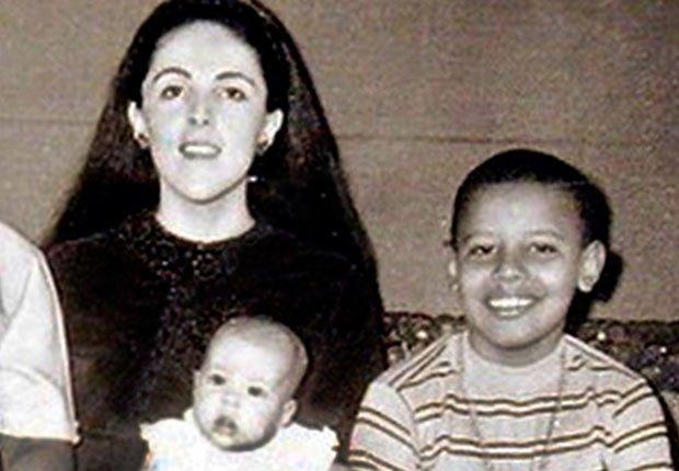 Barack Obama, a los 9 años junto a su mamá, Ann Dunham - Mamas de los presidentes de Estados Unidos