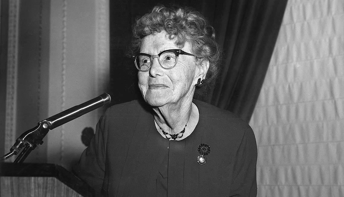 Dr. Ethel Percy Andrus, fundadora de AARP in 1958