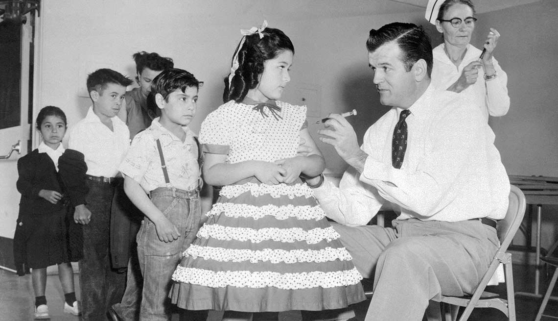 Inventan la vacuna contra la polio