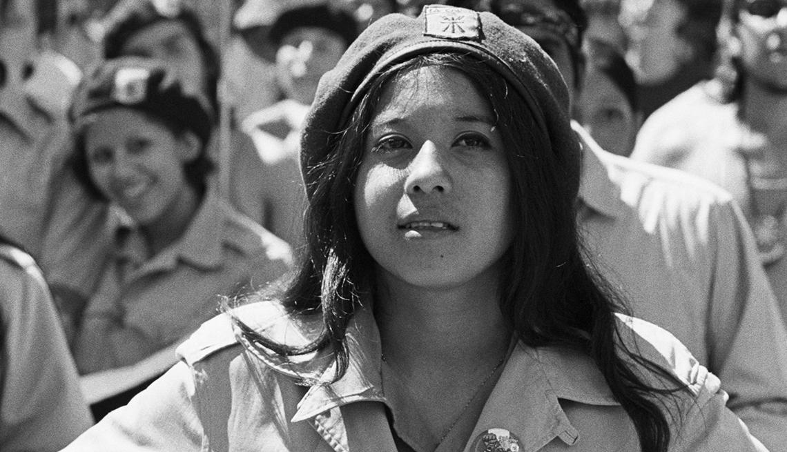 item 9 of Gallery image - Activista Chicana joven, Derechos Civiles chicanos