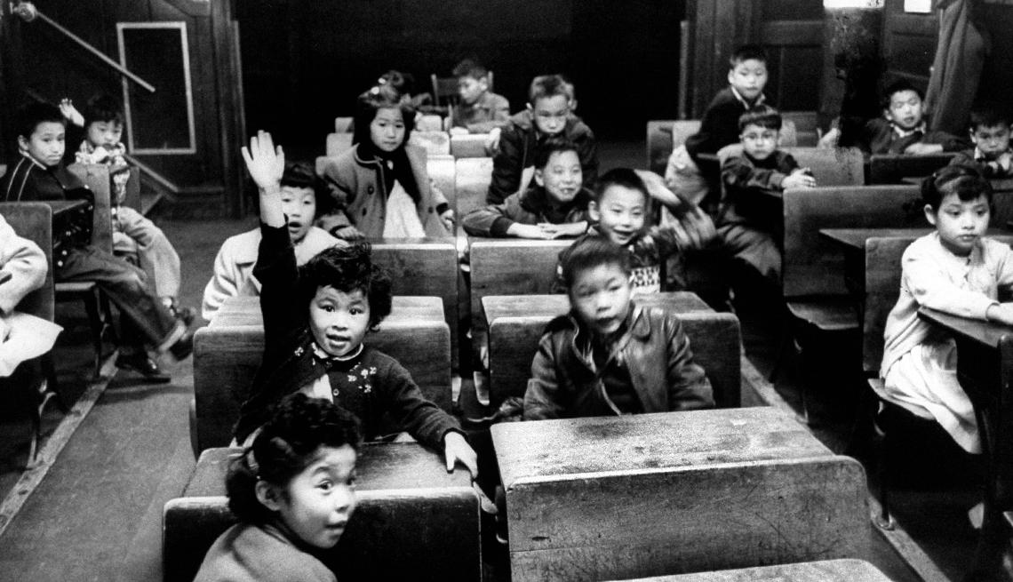 item 11 of Gallery image - Estudiantes de las escuelas primarias chinas en San Francisco, Derechos Civiles chicano