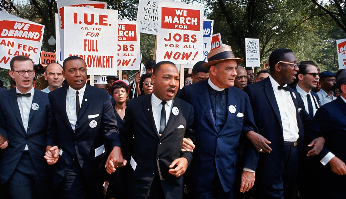 Martin Luther King, Jr. lidera la marcha en Washington D.C.