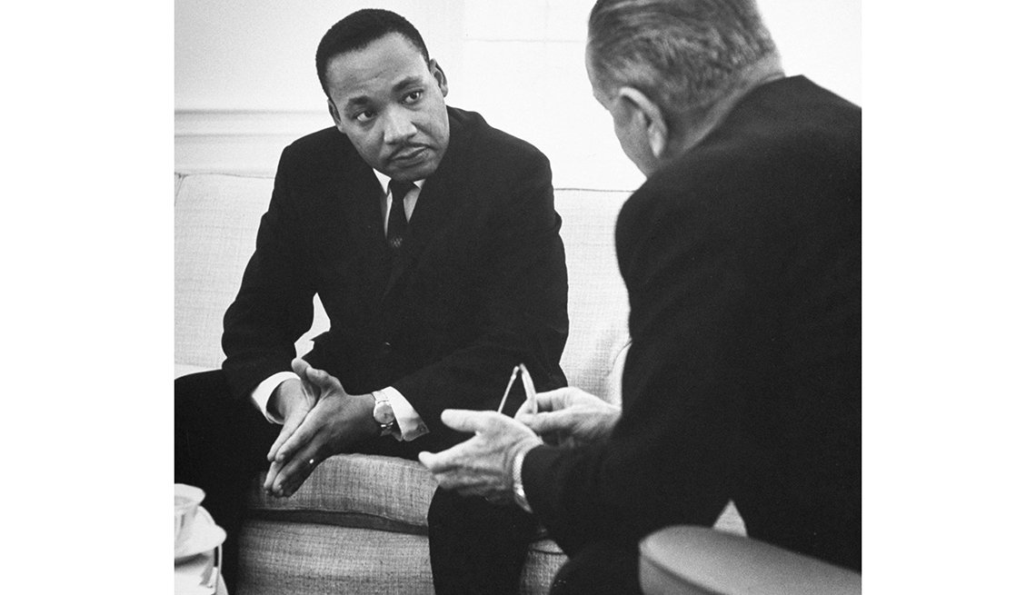 Martin Luther King Jr. y el presidente Johnson se reúnen