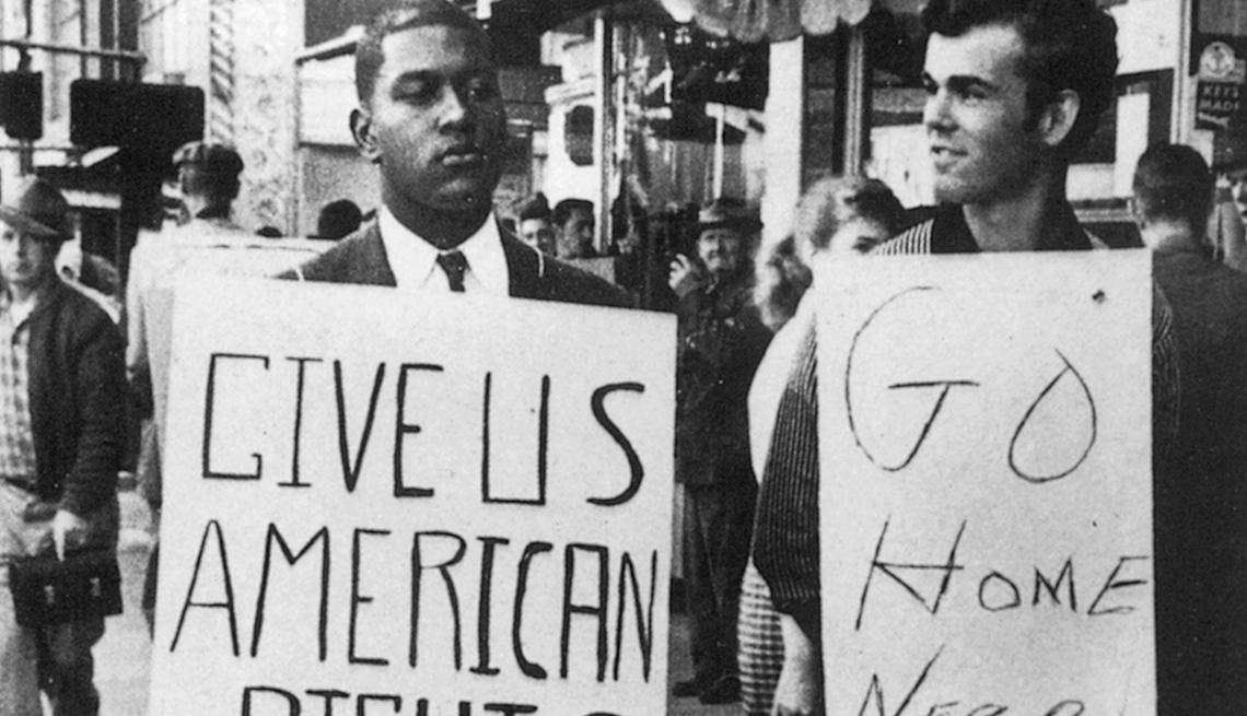 Choque entre blancos y negros durante una protesta