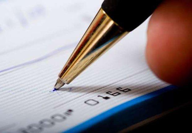 Escribiendo un cheque