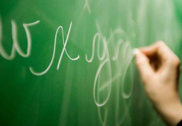 Escribiendo en letra cursiva