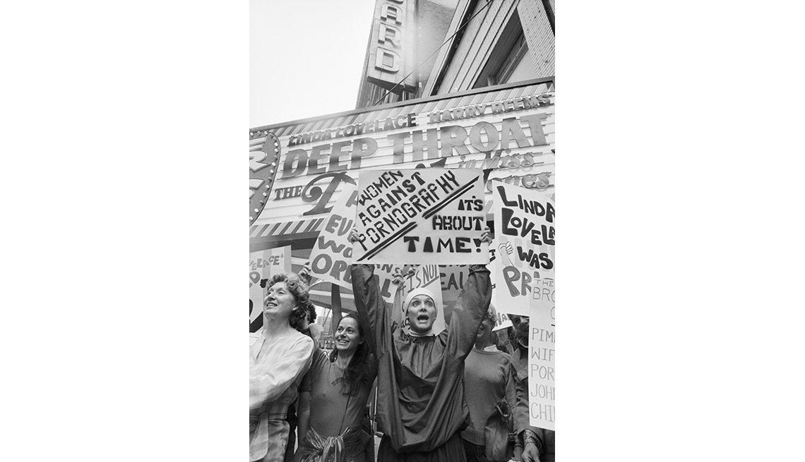 Protestas ante el estreno de 'Deep Throat' (Garganta profunda)