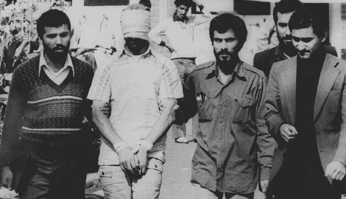 Irán secuestra a 66 estadounidenses