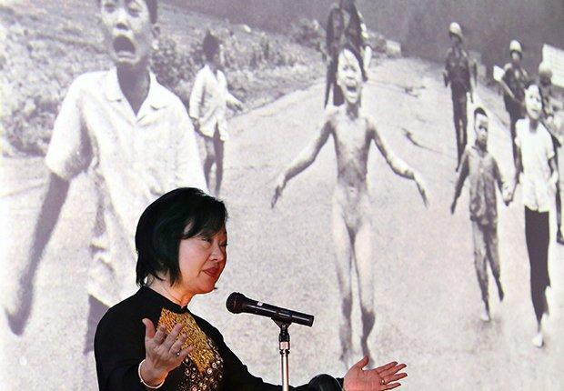 Phan Thi Kim Phuc, la niña del napalm ofrece un discurso en el 2013