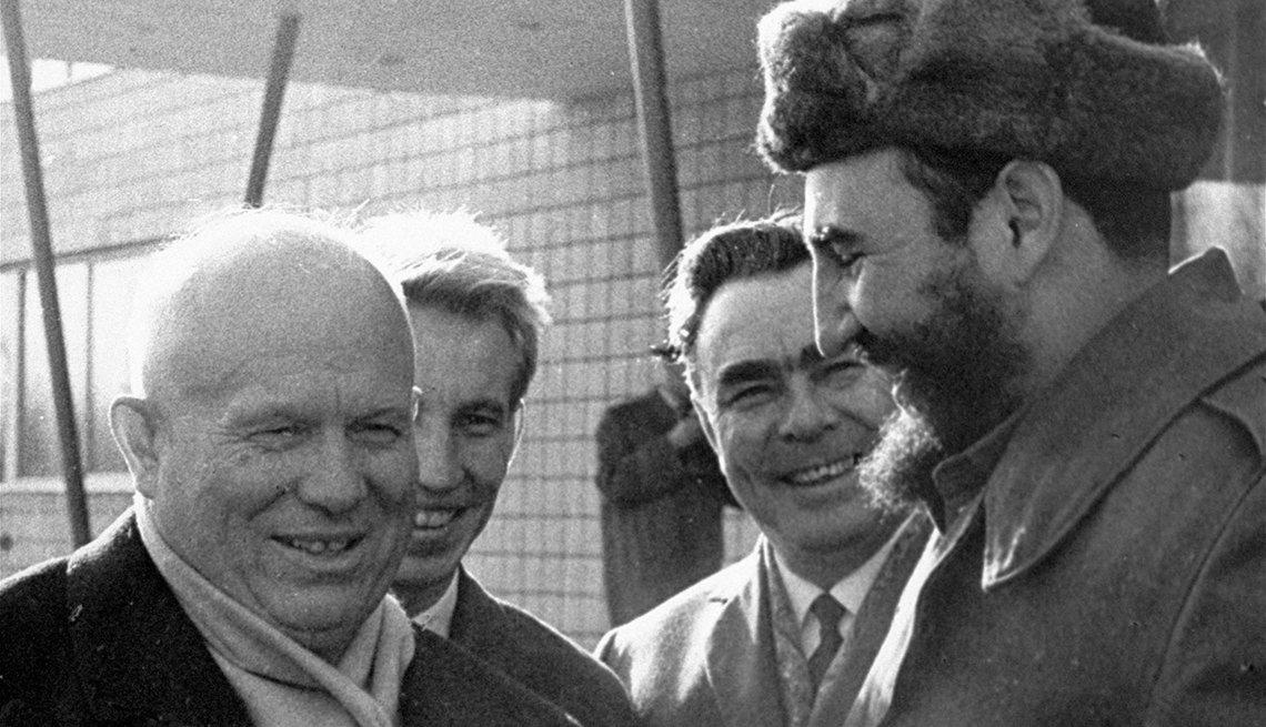 Nikita Kruschev recibe a Fidel Castro