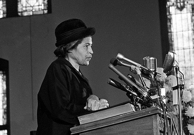 Rosa Parks en un podio